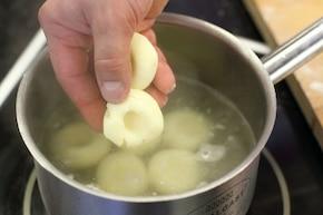 Kluski śląskie ze skwarkami  – krok 4