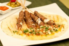 Kofta kebab z sałatką Fatush - VIDEO