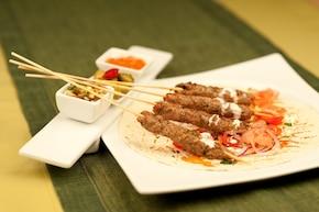 Kofta kebab z sałatką Fatush