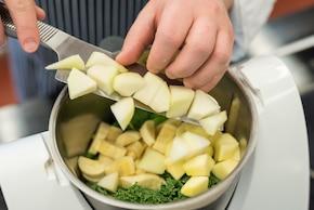 Zielony koktajl owocowo-warzywny – krok 2