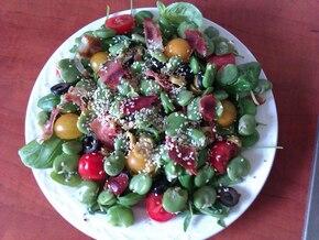 Kolorowa sałatka z bobem