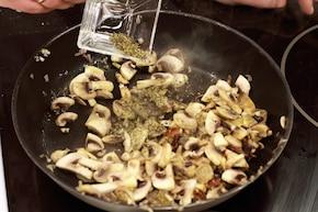 Kotleciki wieprzowe z grzybami – krok 3