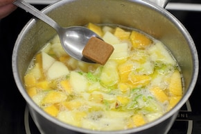 Krem z dyni z ziemniakami i jabłkiem  – krok 3