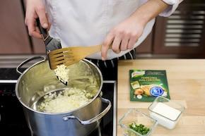 Kremowa zupa z młodej cebuli  – krok 2