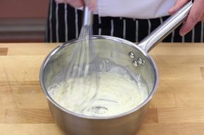 """Kremowe brokuły z kalafiorem w sosie """"trzy sery"""" – krok 2"""