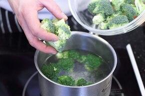 Kremowy makaron z brokułami  – krok 2