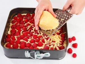 Kruche ciasto z budyniową pianką i owocami – krok 6