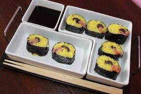 Kuchnia Sródzimnomorska - Sushi z łososiem