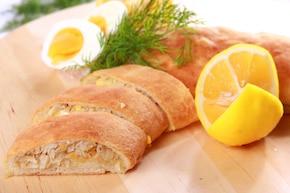 Kulebiak  z dorszem i białą kapustą