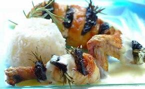 Kurczak szpikowany rozmarynem i suszoną śliwką