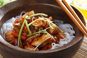 Kurczak z makaronem ryżowym