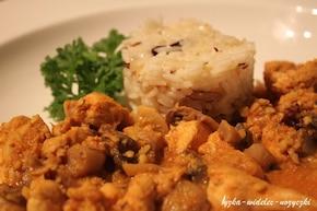 Kurczak z orzechami nerkowca i ryżem Pilau