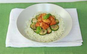 Kurczak złocisty z ryżem i cukinią