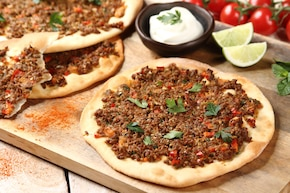 Lahmacun - pizza turecka
