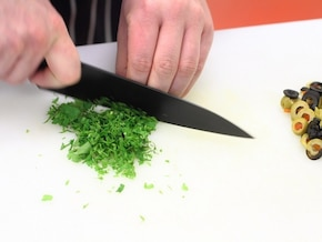 Łosoś w pergaminie z oliwkami - VIDEO – krok 1