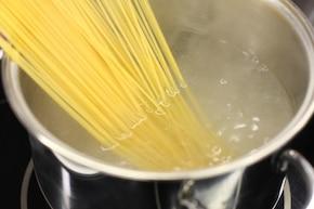Makaron aglio olio – krok 1