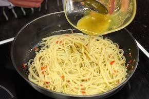 Makaron aglio olio – krok 5