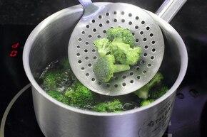 Makaron z kurczakiem i brokułami – krok 3