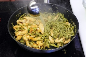 Makaron tagliatelle z kurczakiem i chilli  – krok 4