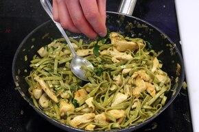 Makaron tagliatelle z kurczakiem i chilli  – krok 5