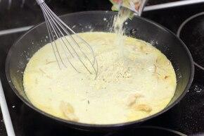 Makaron w sosie curry z kurczakiem  – krok 3