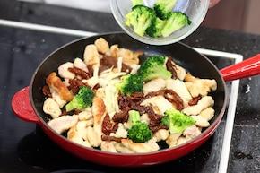 Makaron z indykiem i brokułami  – krok 2