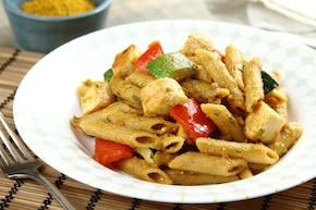 Makaron z kurczakiem w sosie