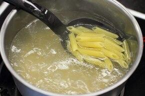 Makaron ze smażoną dynią, kurczakiem i curry – krok 2
