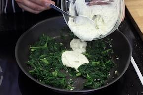 Makaron ze szpinakiem i serem feta  – krok 3
