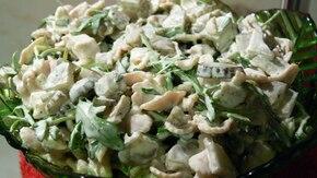 Makaronowa sałatka z rukolą na zielono