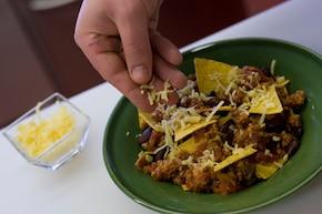 Meksykańskie nachos z chilli con carne – krok 4