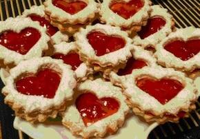 Miłość na talerzu. (Ciasteczka z konfiturą)