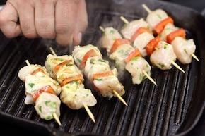 Mini szaszłyki z kurczaka z ogórkowym dipem – krok 4