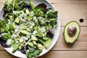 Mix sałat z brokułem i awokado