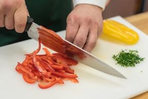 Mozzarella w galarecie z warzywami, makiem i chrupiącymi tostami – krok 1