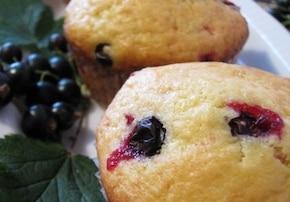 Muffinki z czarnymi porzeczkami