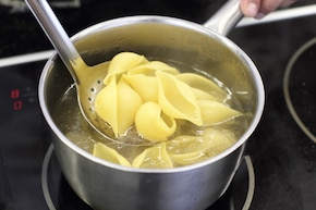 Muszle zapiekane w sosie serowym  – krok 1