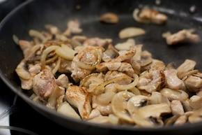 Naleśniki z kurczakiem i grzybami – krok 3