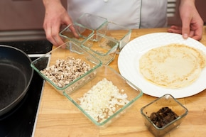 Naleśniki z pieczarkami w sosie borowikowym – krok 1