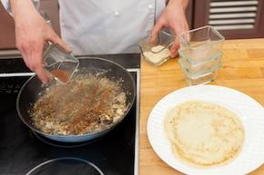 Naleśniki z pieczarkami w sosie borowikowym – krok 2