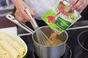 Naleśniki z trzema serami w sosie pomidorowym – krok 5
