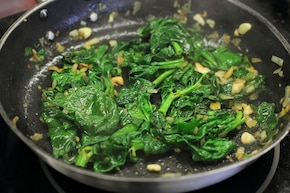 Naleśniki ze szpinakiem i camembertem – krok 4