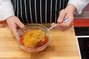Naleśniki ze szpinakiem i serem na sosie pomidorowym  – krok 3