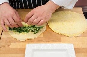Naleśniki ze szpinakiem i serem na sosie pomidorowym  – krok 4