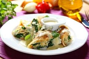Naleśniki ze szpinakiem i serem pleśniowym