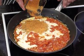 Spaghetti z pomidorami i szpinakiem – krok 3