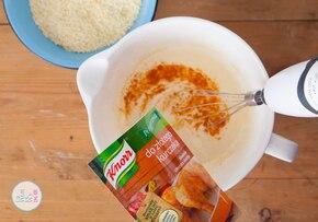 Chrupiące nuggetsy z sosem czosnkowym  – krok 1