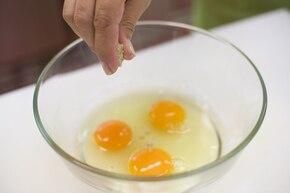 Omlet z cukinią i pomidorami – krok 3
