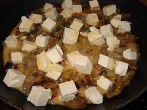 Omlet z karmelizowanym porem