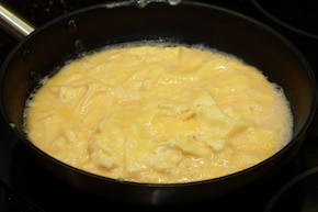 Omlet z szynką i warzywami  – krok 2